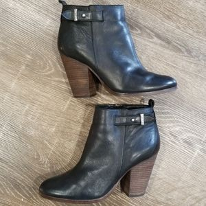 Coach Hewes black leather ankle boots size 7.5